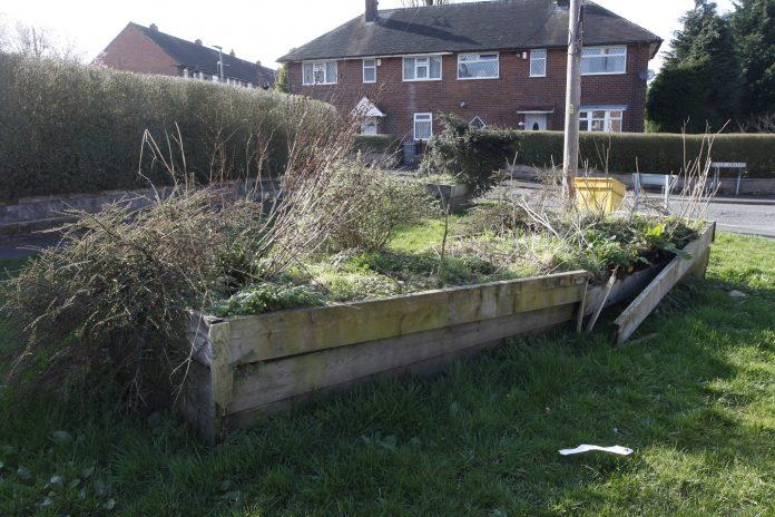 Bromley Farm broken planters.